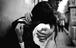 cute-couple-hug-black-and-white-wallpaper1